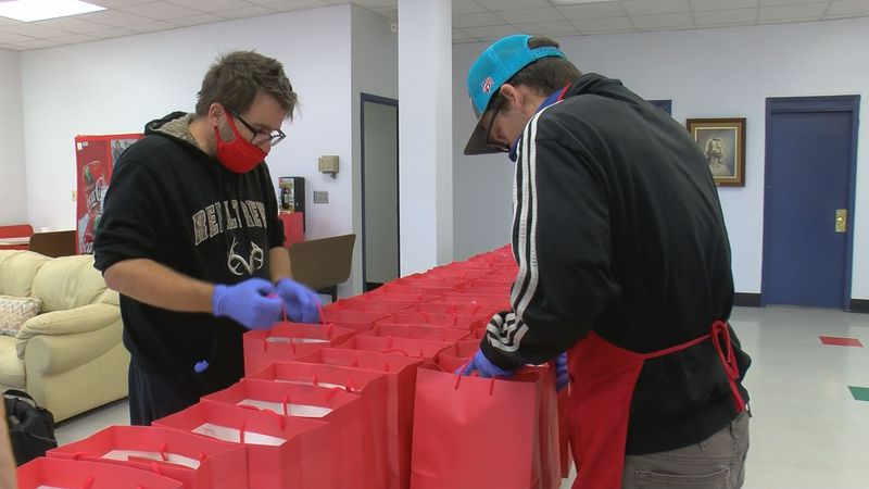 Salvation Army hands out Thanksgiving lunches to those in need
