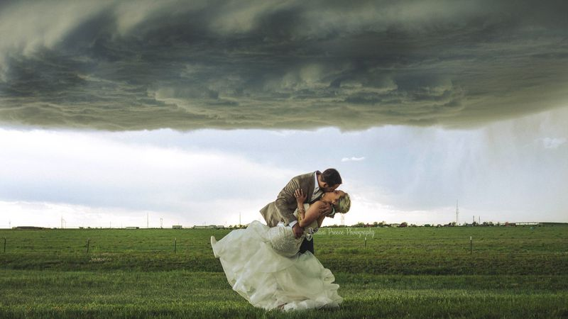 These beautiful wedding photos show a couple underneath a massive supercell. (Source: Brittani...