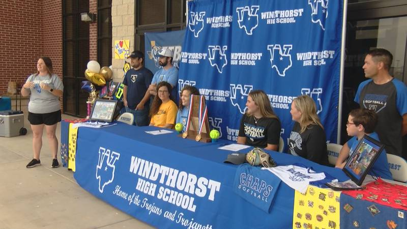 Windthorst's Abby Brown and Laynie Brown signed one day after Kora Pennartz also signed for...
